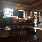 ガーデンカフェ マツムシコーヒー - CDなど多し、音楽にこだわりもあるようだ
