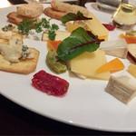 東京ステーションホテル ロビーラウンジ - 各種チーズと国産ドライフルーツ