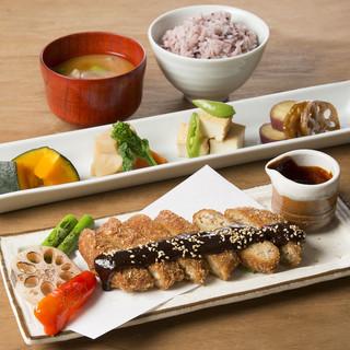 揚げたて天ぷらとお惣菜ビュッフェ付きお野菜ランチ☆