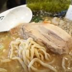 煮干ガッツ - 2017年1月 にぼガッツの麺の具合withチャーシュー