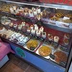 64951133 - ずらりと並んだパイ、ケーキ、そしてミルフィーユ!