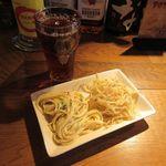 熟成肉居酒屋 BOND 108 - 惣菜、ウーロン茶(2017/04/03撮影)