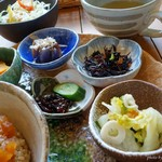 naru - 2017年2月 ハンバーグ薬膳ランチの小鉢の部。どれも美味しいんです~(^_^)