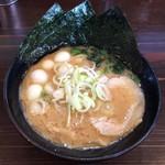 64957592 - 麺家神明 大府半月店 とんこつ780円+ウズラ追加+100円