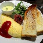 星乃珈琲店 - 料理写真:ふんわりオムレツプレート(チーズパン品切れ)!