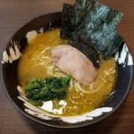 濃厚豚骨ラーメン 家家家 - 料理写真:家系らーめん(700円)