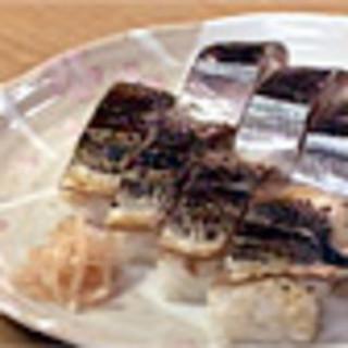 万両寿し - 料理写真:ウドちゃんおすすめの.サンマ味くらべ8貫入り.500円。地方発送できます。