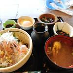 魚季亭 - 味噌たたきアジのぶっかけ飯
