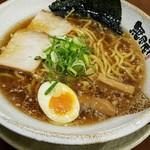 越後秘蔵麺 無尽蔵  - 鶏がら醤油らーめん670円(税別)
