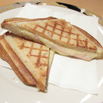 カフェ ワノラボ - 料理写真:ホットサンドイッチのハムとチーズ
