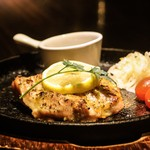 BAR&Dining ITSUMURA - グリルチキンのジェノヴェーゼソース
