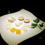 BAR&Dining ITSUMURA - チーズの盛り合わせ