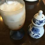 ガロンコーヒー - アイスカプチーノ シナモン付き  520円