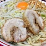 ラーメン二郎 - 柔らかい豚が2枚