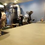 サウンドウェーブ コーヒー ロースターズ - カウンターと焙煎機