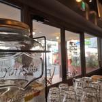 サウンドウェーブ コーヒー ロースターズ - 通りが眺められます