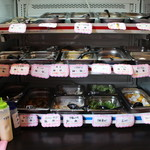 拉麺ビュッフェBUTA - 入り口すぐ横にあるトッピングの棚