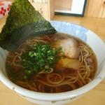 ラーメン加藤 - 天然魚介醤油ラーメン(特製カニ油)[¥680]