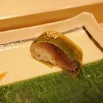 寿司割烹 魚紋 - サバの棒寿司