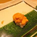 寿司割烹 魚紋 - 噴火湾の塩水ウニ