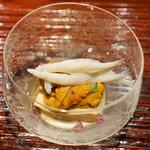 東麻布 天本 - 唐津のむらさきうにに白魚