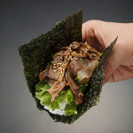 リブロース焼肉手巻き Juicy rib-eye beef yakiniku hand roll