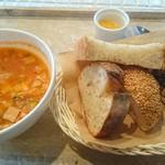 ル ミトロン カフェ - ミネストローネ+おかわり自由のパン 648円