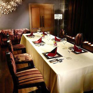 洗練されたモダン空間で上質ディナー