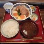 鐵馬厩 - 角煮定食、1200円(税別)