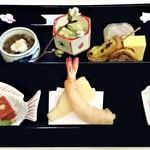 山玄茶 - 『八寸』(桜の小枝添え)~!! 『もずく酢(長芋添え)』『わけぎとイカの辛子味噌和え』『生麩の田楽 もずく味噌がけ』『穴子の八幡巻き』『卵しんじょ』『鯛の棒寿司』鯛のお皿には『万願寺唐辛子』『蛸のやわらか煮』『赤コンニャク』揚げたてでアツアツの『海老』と『筍』の天ぷら~♪( ^o^)ノ