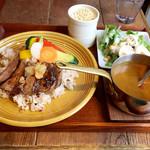 カキノキテラス - 牛肉ステーキ&旬野菜カレー 1,580円