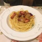 キャナリィ・ロウ - 厚切りベーコンと玉ねぎのオイルパスタ