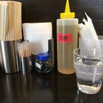 四川担担麺 阿吽 - 卓上調味料