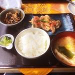 昼呑み小屋 通 - 日替わり定食(トリモモ明太)