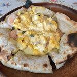 イタリア酒場料理 チェリーナ邸 - ミラノピザ(海老のタルタル玉子)