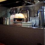 インコントロ - 本格的石窯でピザを焼くお店です