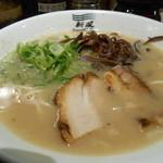 博多新風ラーメン食堂 - 博多豚骨 白