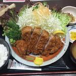 とんかつ 櫻家 - ゴールデンポークの極上ジャンボロースとんかつ定食 ¥2500