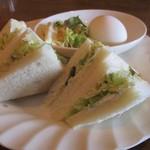喫茶 シュシュ - 料理写真:野菜サンド+ゆで卵+マカロニサラダ のモーニングセット。400円(税込) 017.03.25