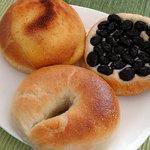 デュブレ - 料理写真:黒豆娘170円、パンドール190円、しっかりベーグル(クリームチーズ)180円
