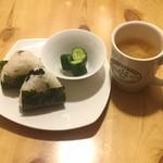 アロマタイムカフェ - おにぎりセット(香の物付)450円(税込)
