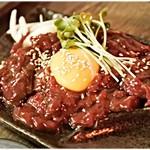馬の串ん - 桜ユッケ 380円 安い。そしてこれも量が多い。