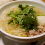 コカレストラン&マンゴツリーカフェ - ビーフン麺、パクチーたっぷり