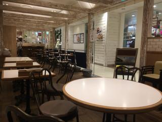 J.S. PANCAKE CAFE  町田モディ店 - ナチュラルな店内