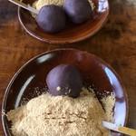 粟餅所・澤屋 - デフォはあんこ2個きな粉1個。きな粉好きな方はきな粉2個あんこ1個。