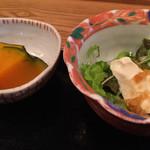 輝咲 - 小鉢の煮付けとサラダ
