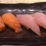 廻転寿司 CHOJIRO - サーモン、ビンチョウマグロ