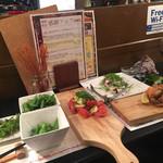 65035394 - アンチョビの枝豆、トマトのカプレーゼ、サラダ、ソフトシェルクラブ