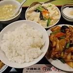 中国飯店 福來門 - Cランチ      別アングル