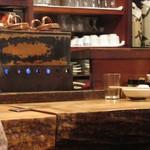 鍵屋 - 銅壺での燗つけ、初めて見ました